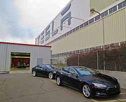250px-New_Teslas_at_the_factory